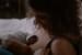 maman allaitant son nouveau-né sous le regard du papa