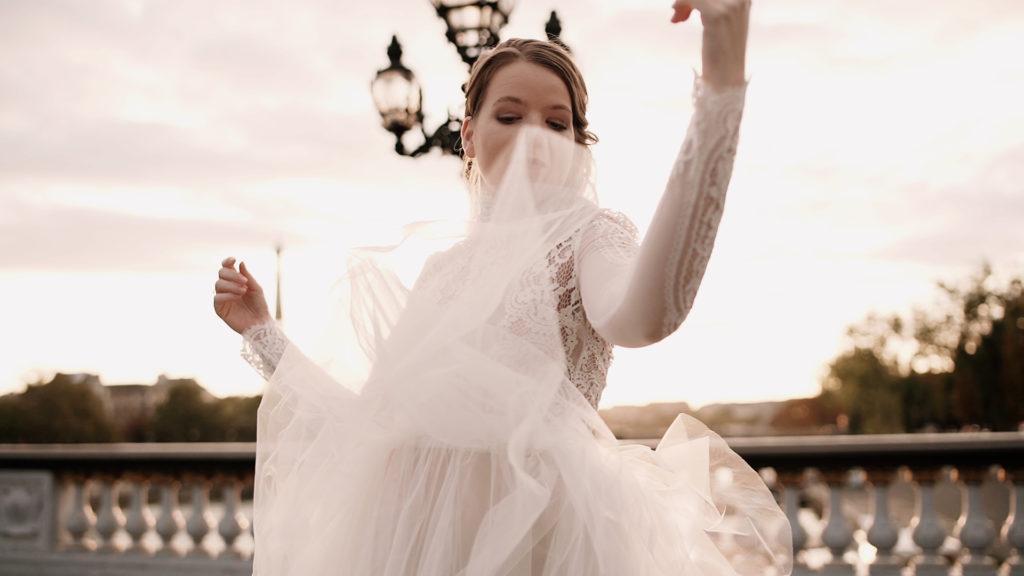 shooting se marier à Paris - Pont Alexandre III par La fille en combi